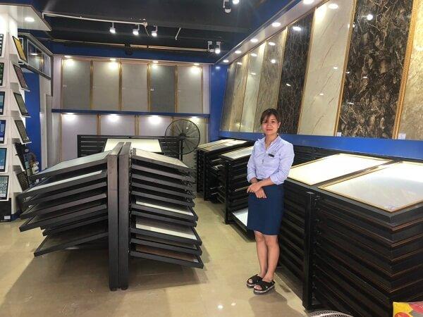 Không gian trưng bày tầng 1 Showroom Long Biên