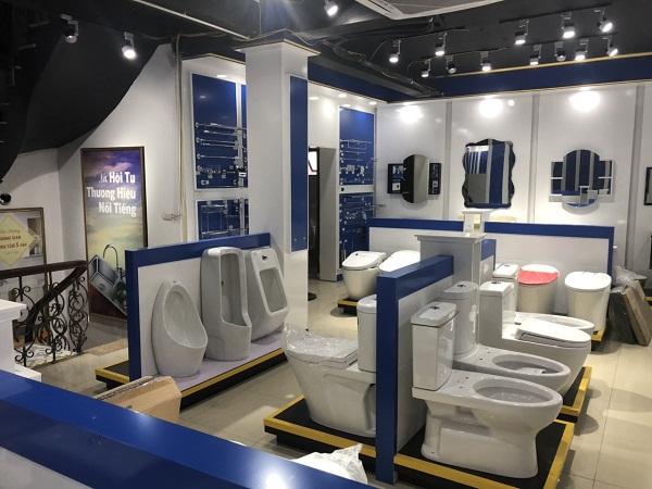 không gian trưng bày tâng 2 showroom Long Biên